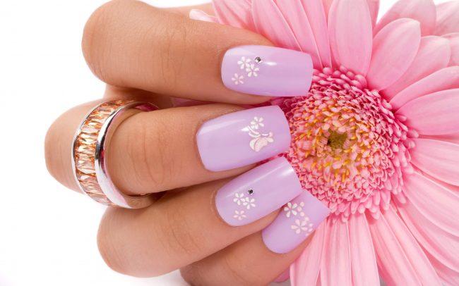 Cómo pintar flores en las uñas