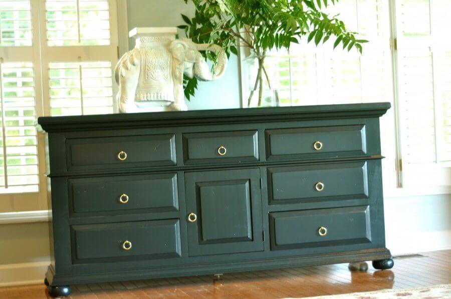 Como pintar un mueble con pintura a la tiza c 243 mo - Pintar mueble antiguo ...