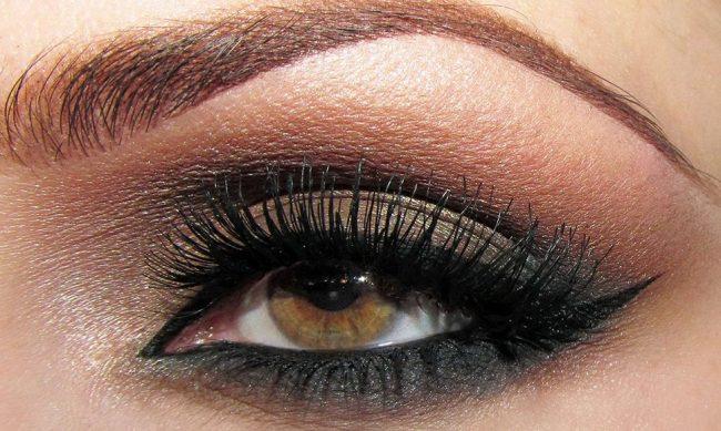 Cómo pintar ojos ahumados